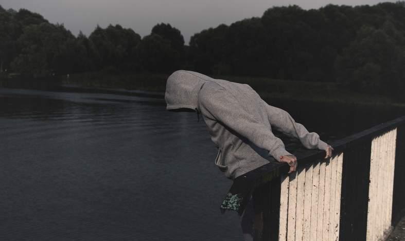 Samobójstwa wśród dzieci i młodzieży, sprawdź symptomy i niepokojące zachowania