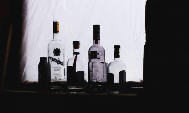 Kiedy  w obawie przed przybraniem na wadze alkohol zastępuje jedzenie.  Czym jest alkoreksja?