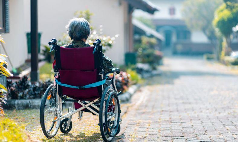 alzheimer przyczyny objawy