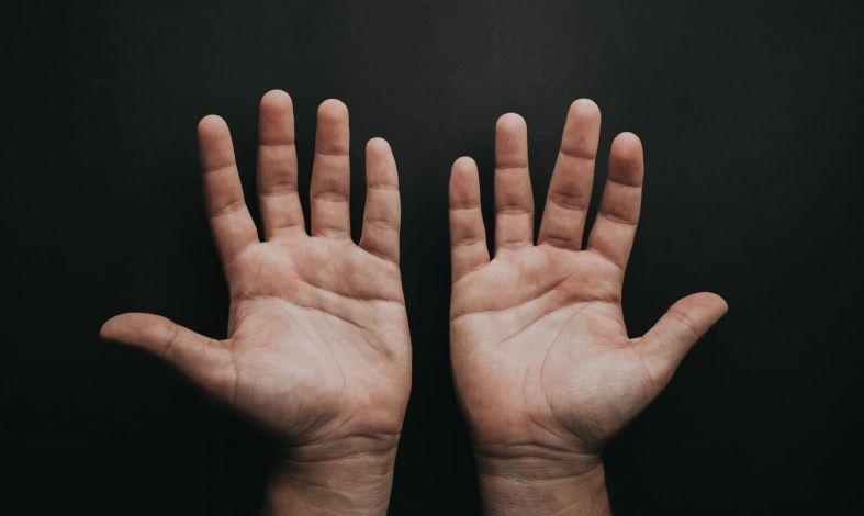 5 sposobów na opanowanie drżących rąk