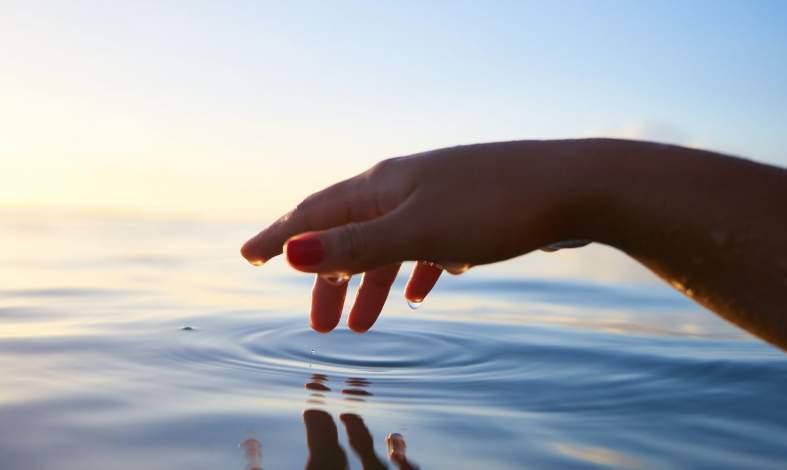 Hafefobia - skąd się bierze lęk przed dotykaniem i jak można się z niego wyleczyć?