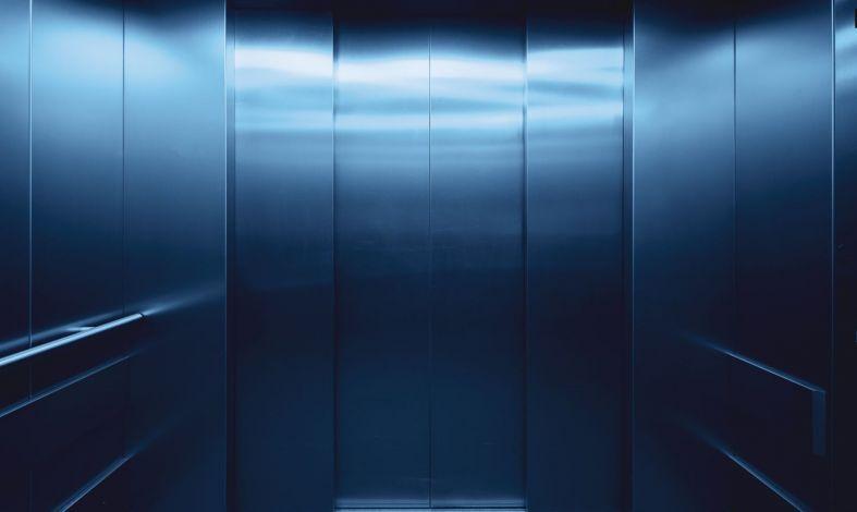 Boję się ciasnych pomieszczeń. Czy można samemu wyleczyć się z klaustrofobii?