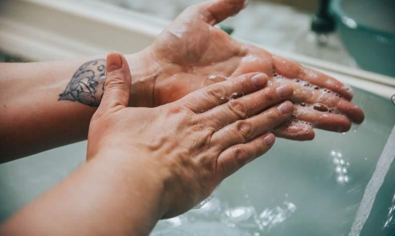 koronawirus obsesyjne mycie rąk