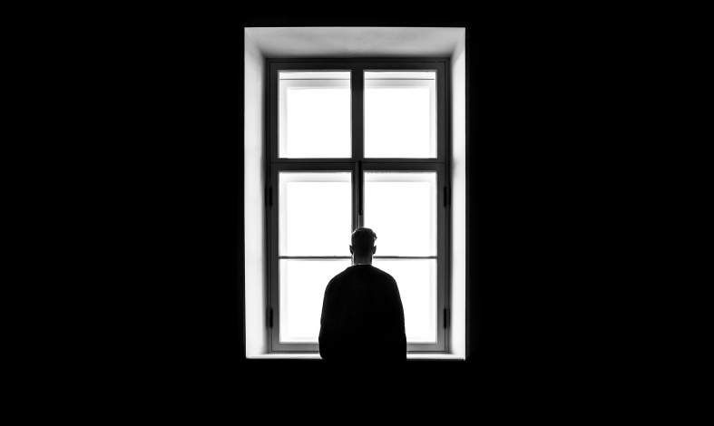 Kwarantanna i izolacja w czasach pandemii. Jak wpływa na nasze funkcjonowanie i psychikę?