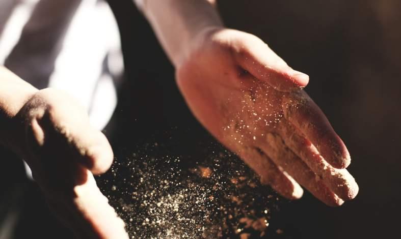 Łaknienie spaczone czyli zespół Pica - dlaczego dzieci i dorośli jedzą ziemię, drewno czy papier?