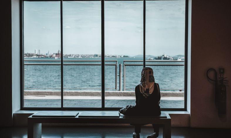 Chore myślenie, czyli urojenia. Czym są zaburzenia urojeniowe i kiedy szukać pomocy?