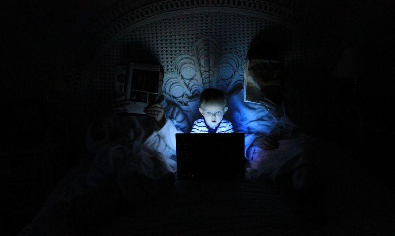 Dziecko uzależnione od internetu? Rodzicu, zwróć uwagę na te zachowania