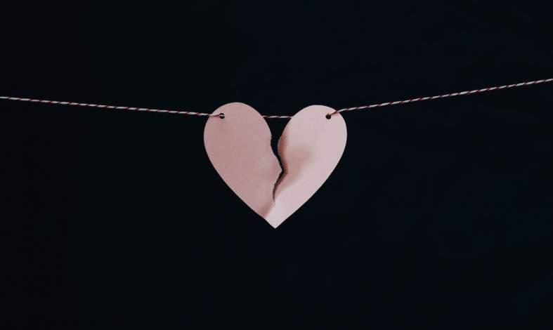 Jak rozpoznać, że żyjesz w związku z osobą bojącą się bliskości?